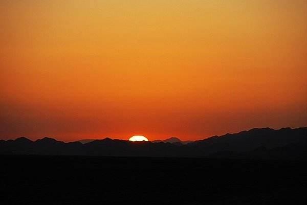 王维的诗使至塞上_王维《使至塞上》,大漠孤烟直,长河落日圆。 - 可可诗词网